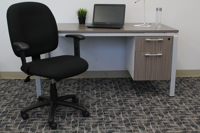 boss black fabric task chair w adjustable arms bosschair