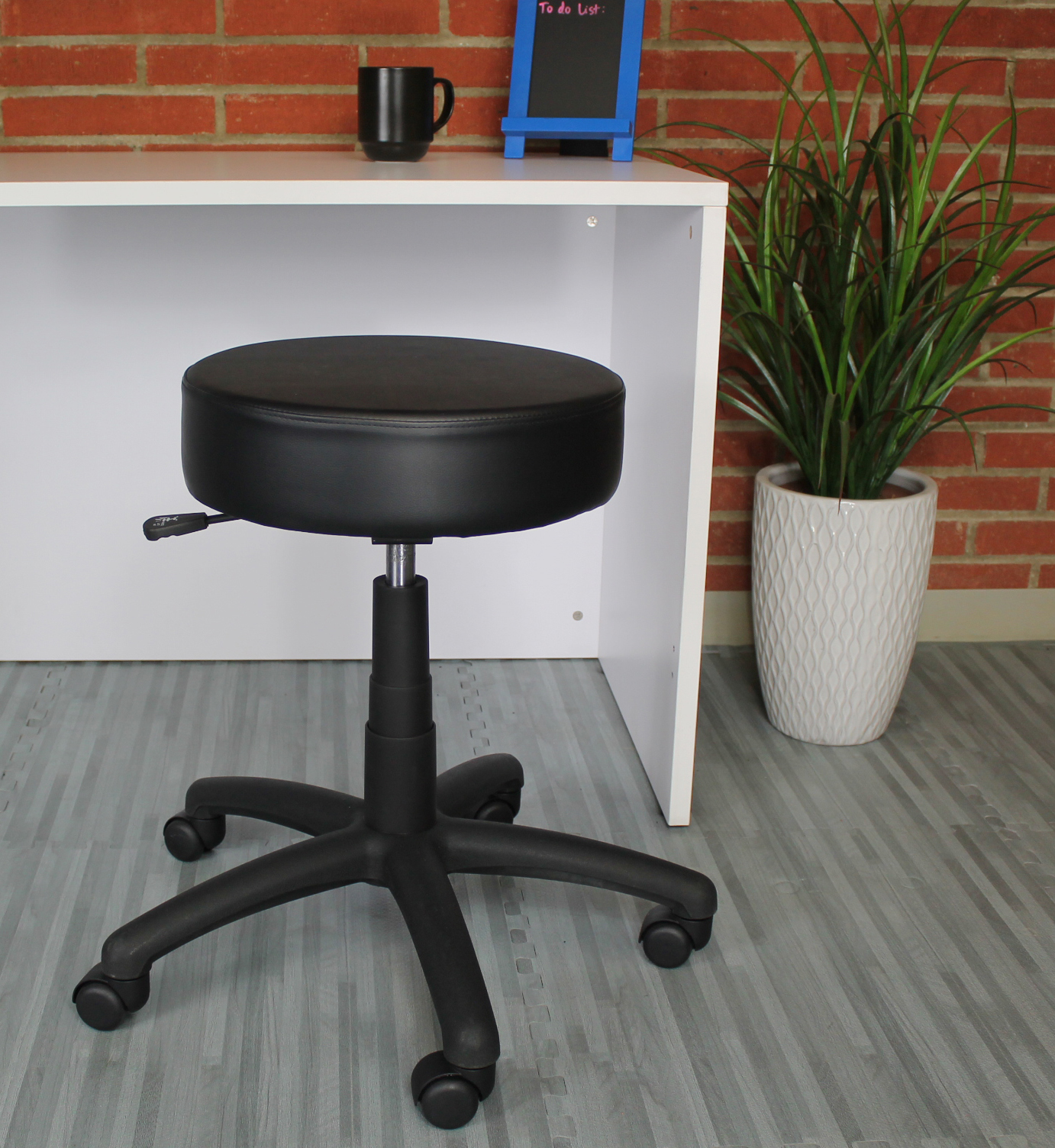 The Dot Stool Black Vinyl Bosschair